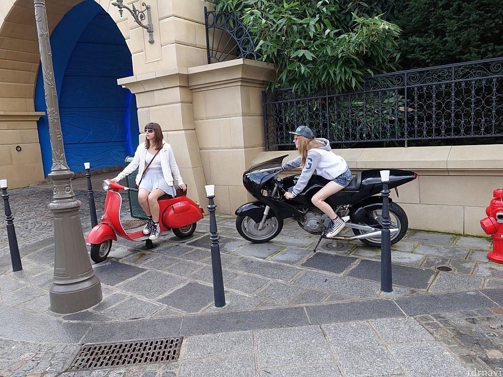 映画に登場したバイクに乗って記念撮影できますよ