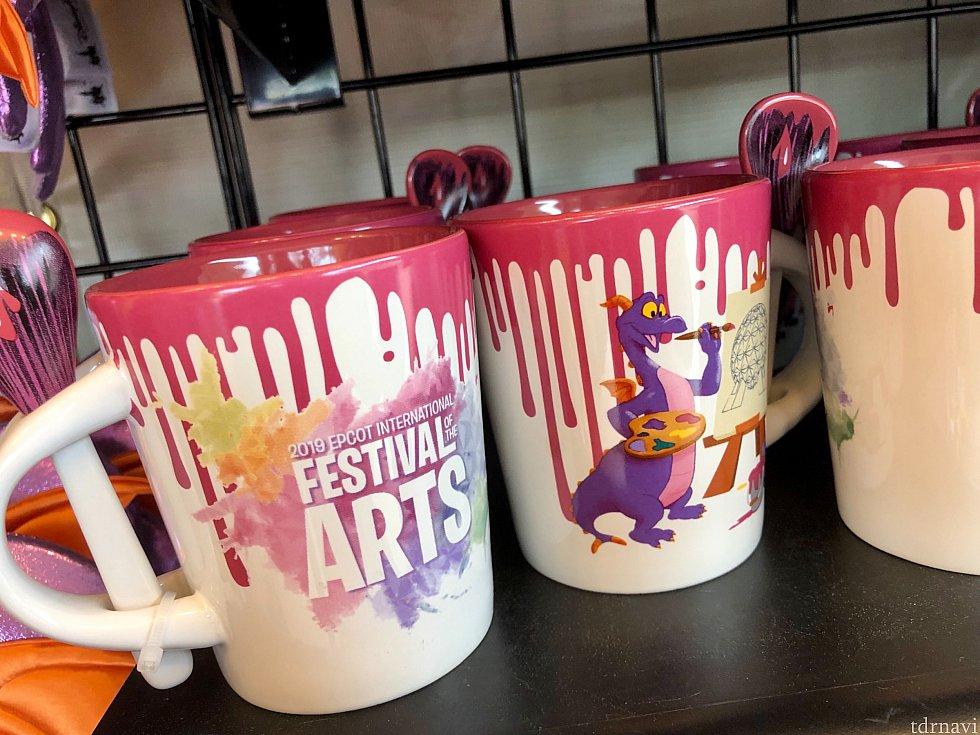 アーティスティックなマグカップ。