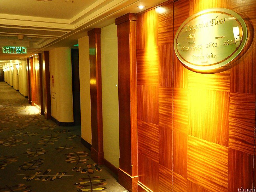 エグゼクティブフロアの廊下。