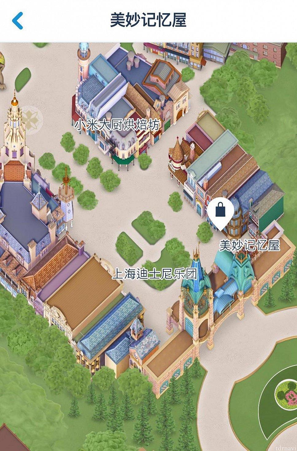 ミッキーアベニューに入ってすぐ右側にあります。