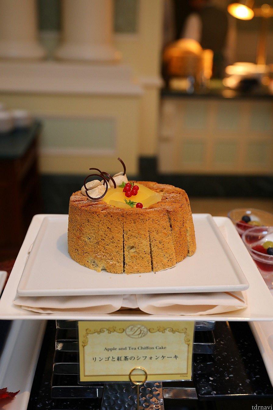 リンゴと紅茶のシフォンケーキ 綺麗なホールの状態で撮影出来ました♪ カメラ設定 F値 4.0 SS 1/100 ISO 1000 WB 4000 ストロボ使用