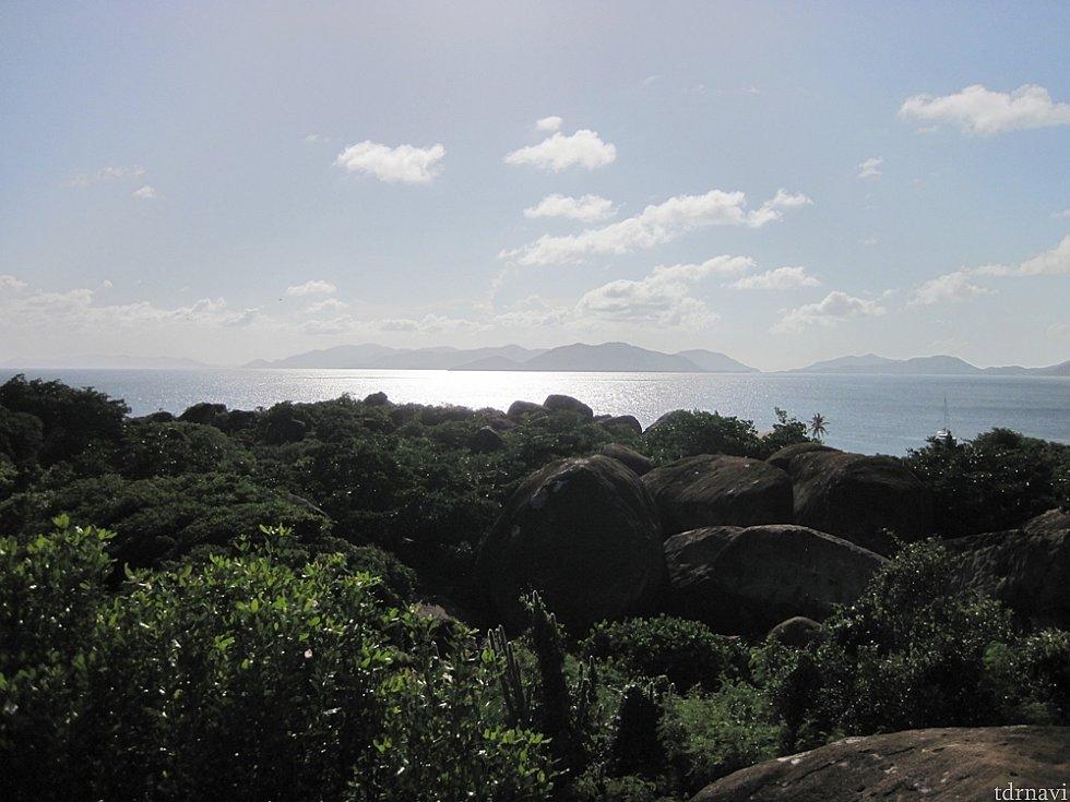 ヴァージン諸島というだけあって島が多く重なって見える