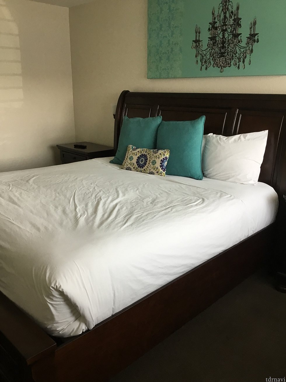 お一人様キングサイズのベッドのお部屋をチョイス めっちゃ高くて乗る時よいしょと声が出ました(笑)