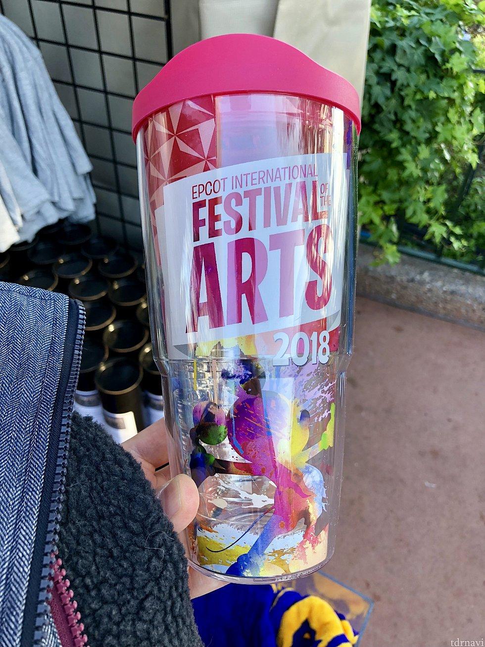 ウォーターボトルもフェスティバルのロゴ入り。$26.99