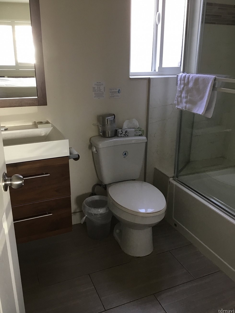 口コミサイトを見る限りバスタブなしのシャワーだけの部屋もあるみたいです。