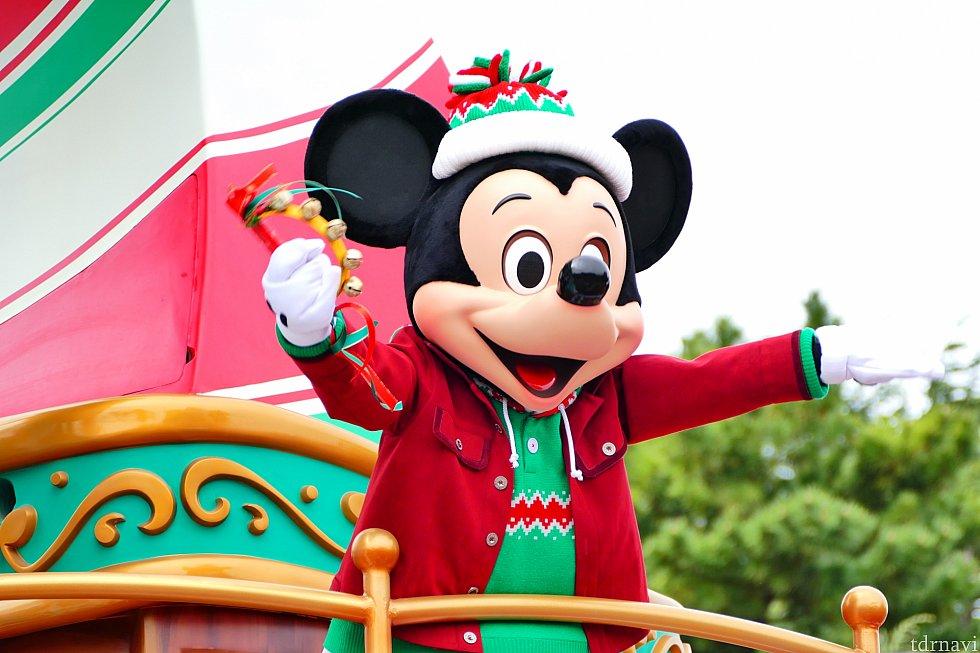 """鐘が鳴るとショーモードスタート!みんなが鈴をもつと""""We Wish You A Merry Christmas""""の名曲が・・・!鈴をシャンシャンする姿に即死。"""