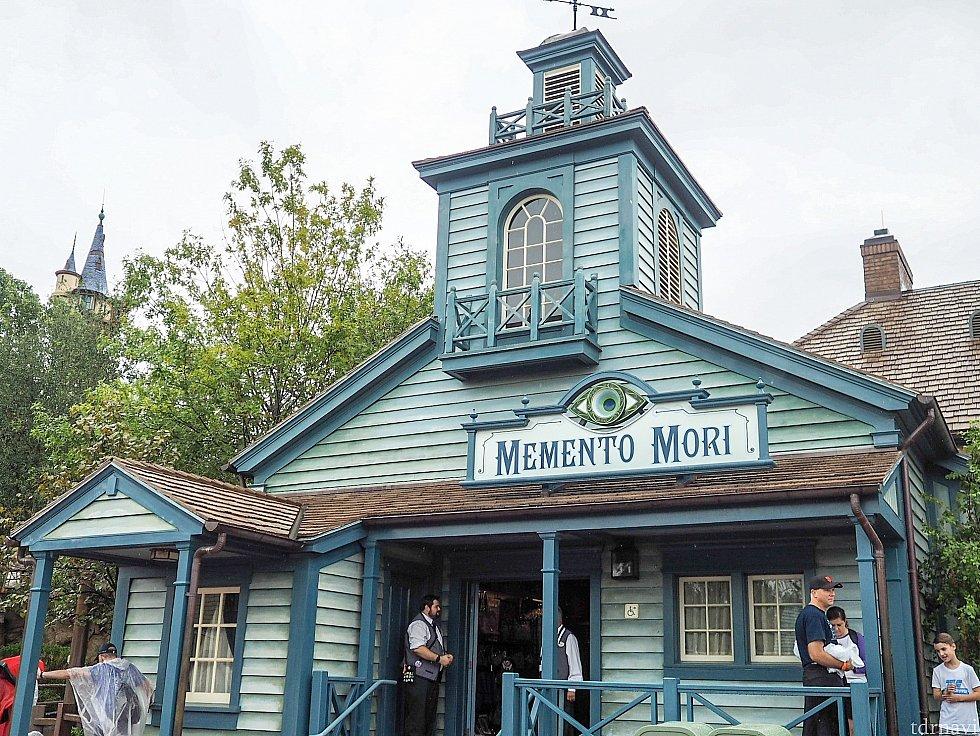 こちらがホーンテッドマンションのショップ、MementoMoriです。