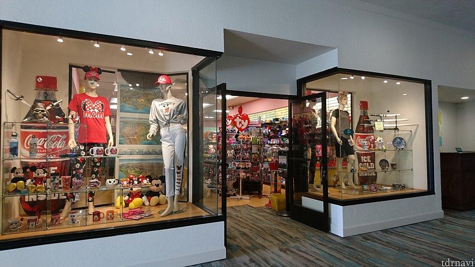 売店です。<br> スーパーとかで販売しているディズニーグッズがたくさんありました!