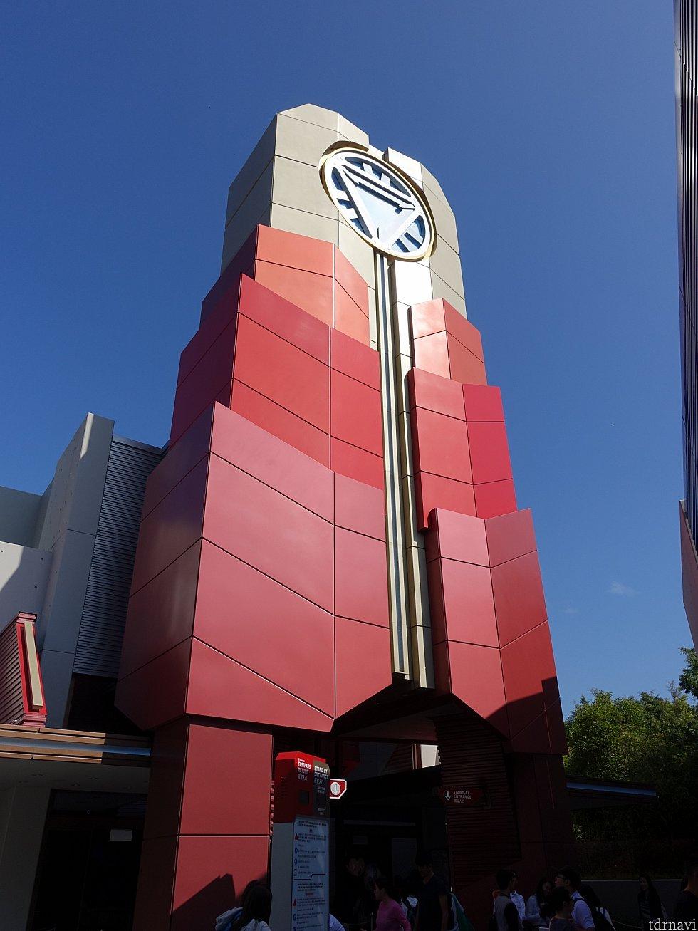 タワーには巨大なアーク・リアクターが設置されています。ちなみに世界最大のアーク・リアクターは香港市街にある「スターク・タワー(アジア本社)」に設置されています。