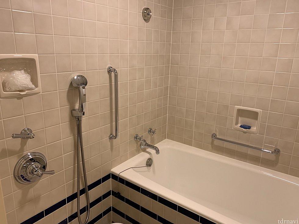 一番古いオフィシャルホテルですけど、改装してますので浴室も綺麗です!