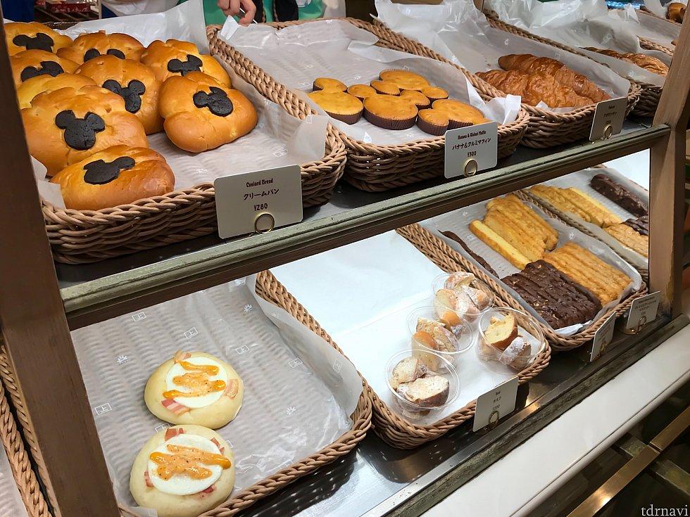 列は2列に別れますが、どちらも同じパンが並んでます🙆♀️👍