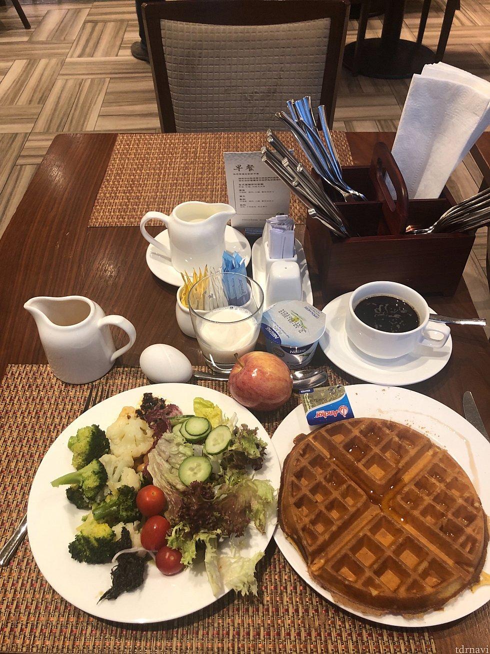 朝食は自分で焼くワッフルが楽しみで毎朝食べました