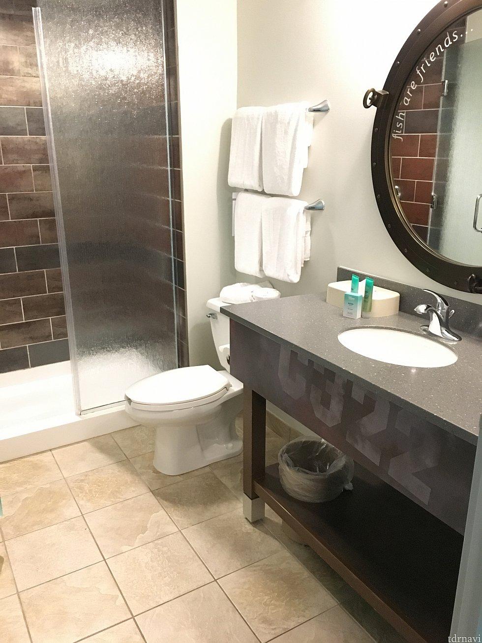 トイレとお風呂は2つずつあります