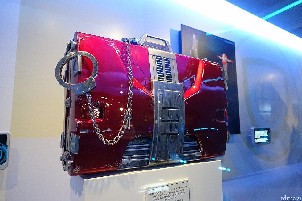 スタンバイ列では、映画『アイアンマン2』で登場したスーツケースも見れますよ。イタリアのモナコで大活躍しましたよね。