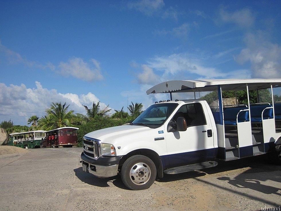 ゴルダ島の観光トラック