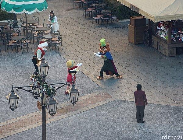 開園前にはピノキオ一家がスタンバイ