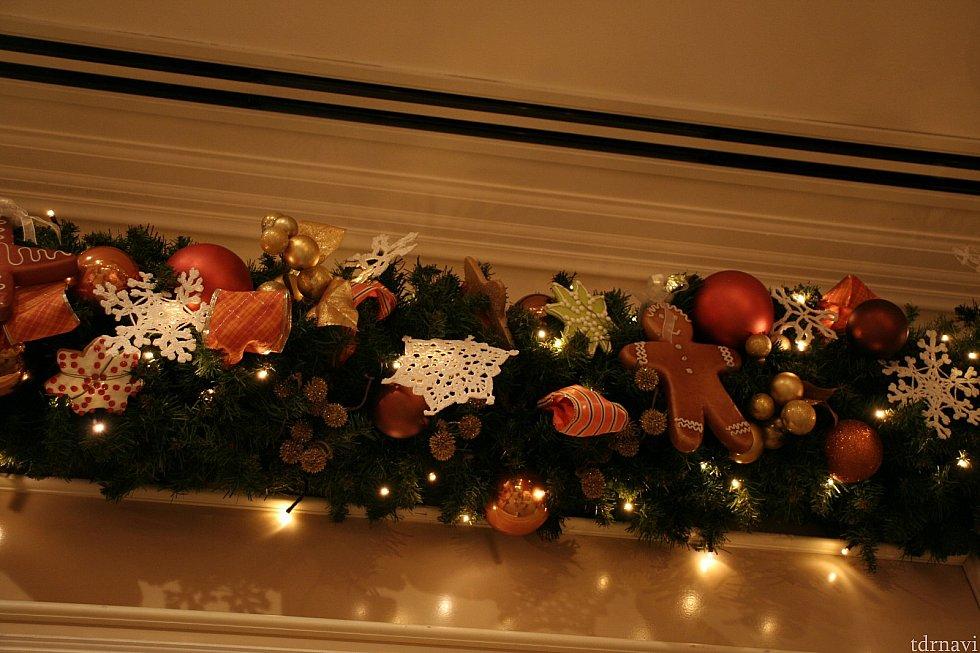 こちらもワールドバザール・コンフェクショナリー。ジンジャーブレッドなどの焼き菓子の飾り付け。