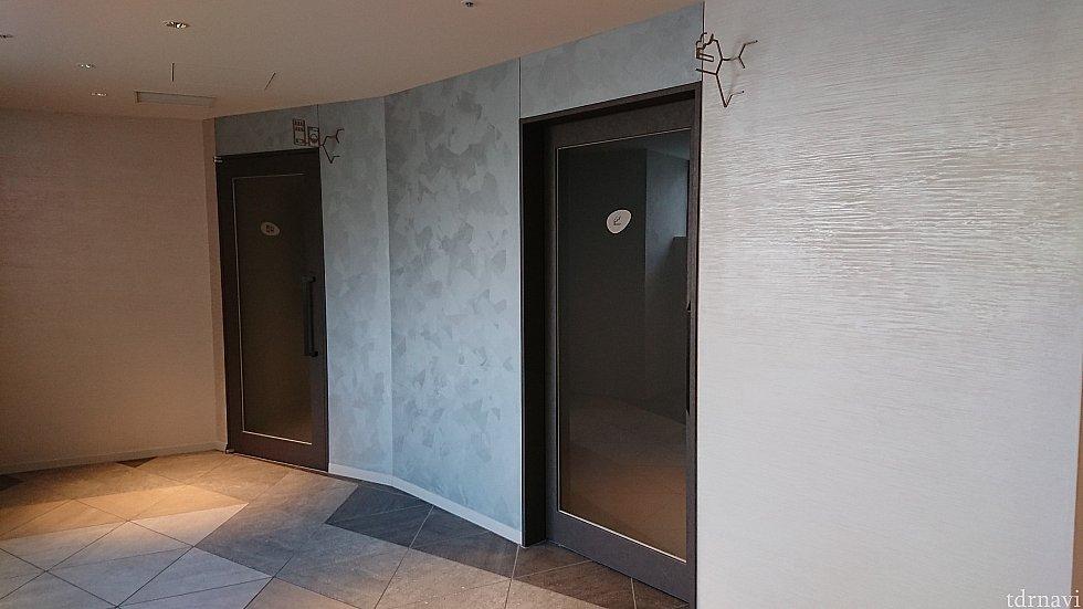 奥がランドリールーム 手前は喫煙室です 入りやすさを感じたのはドアの透明性でしょうか
