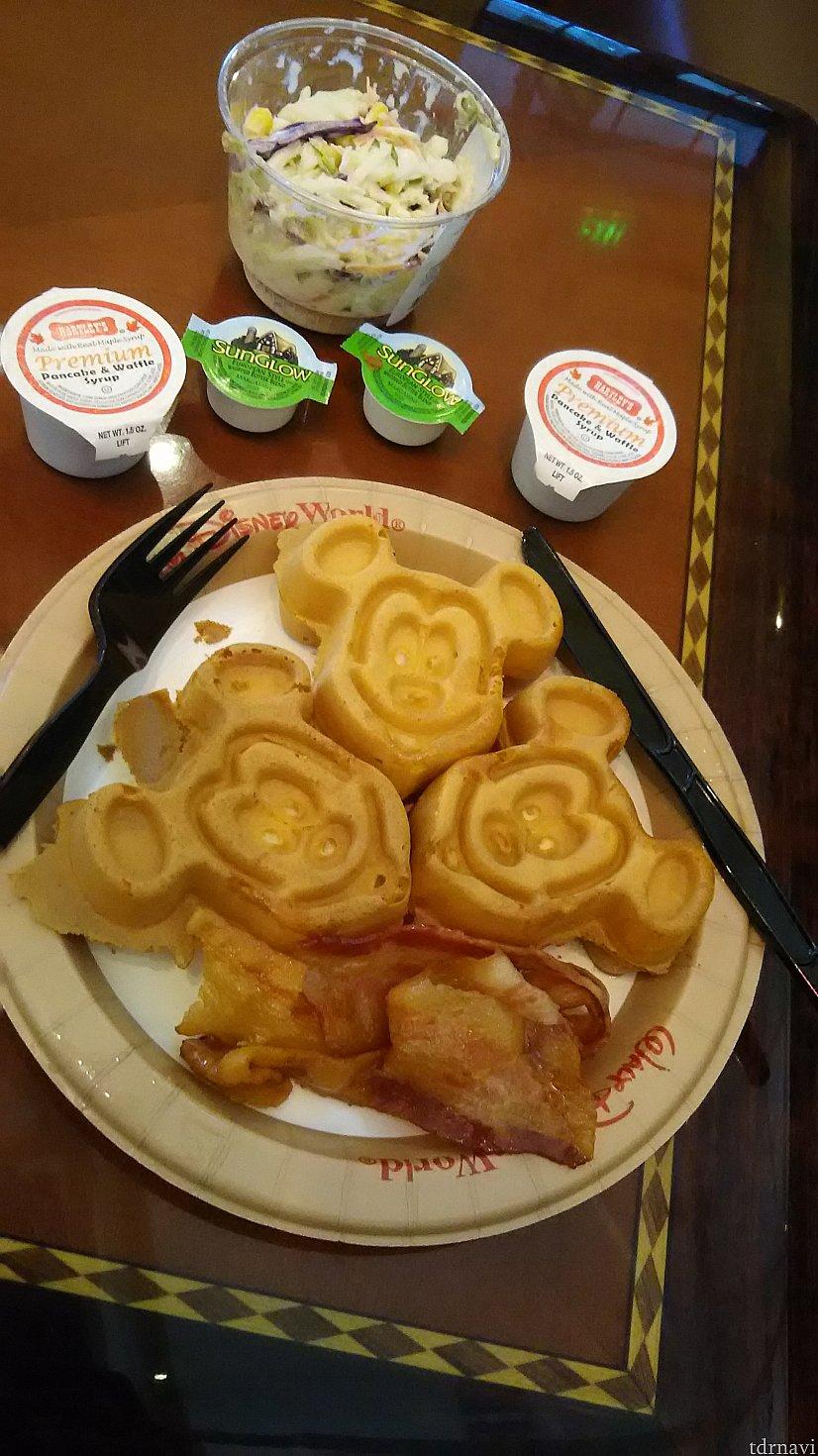朝食waffle、美味です。