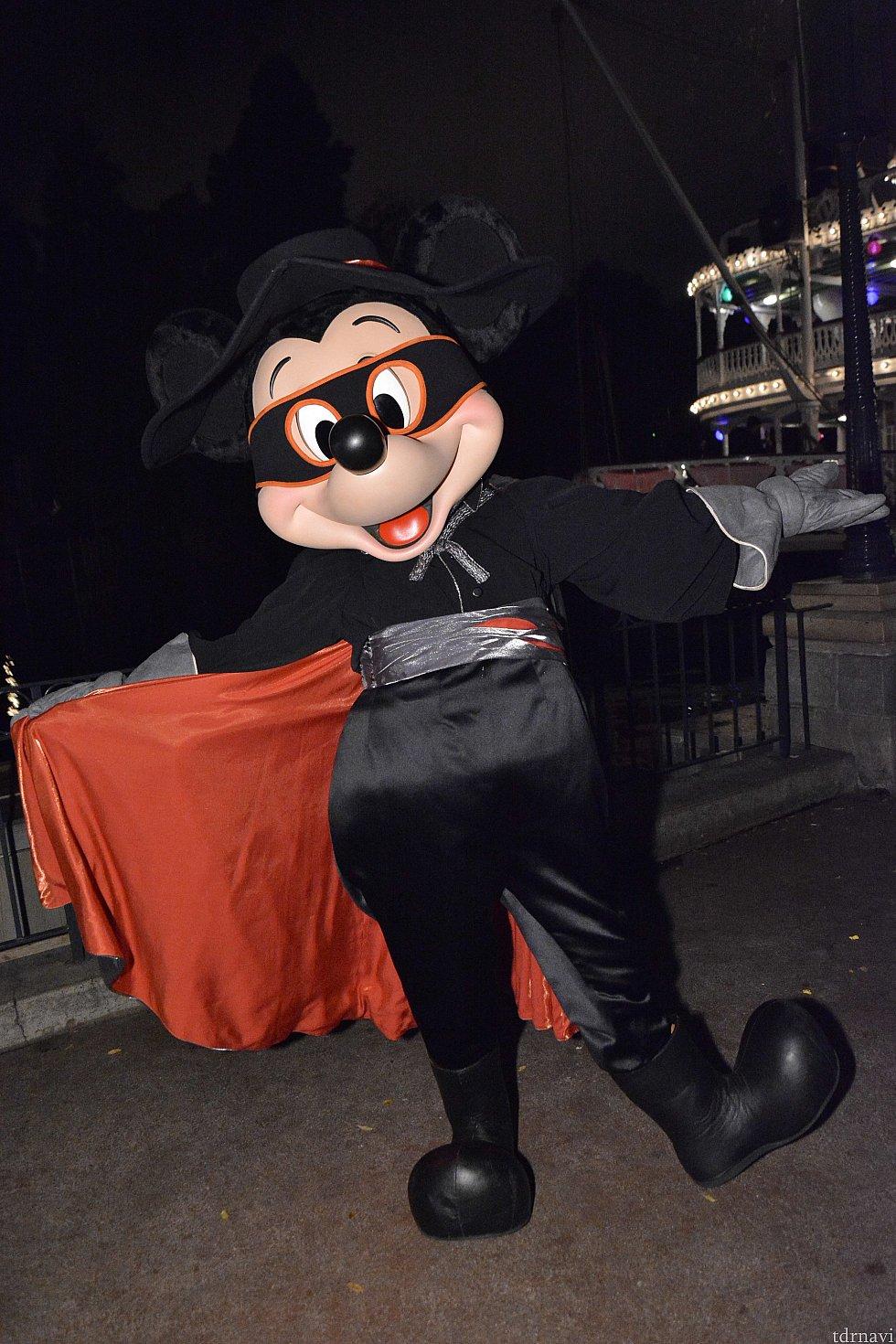 フロンティアランドで会えたミッキーはまさかのゾロ!フォトパスカメラマンさんがいてくれて助かりました。