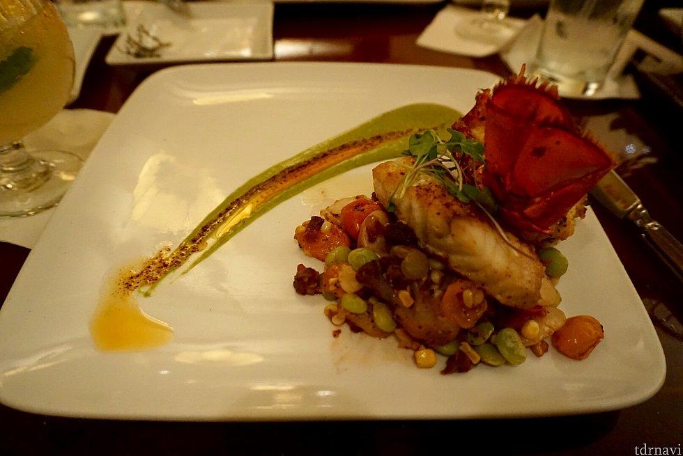 サーバーさんのオススメのアントレである、Pan-Seared Black Grouperは、ハタ類の白身魚で、高級レストランで良く登場します。淡白な味の魚ですが、料理方法によっては、とても美味しくなります。こちらは添えてある野菜もとても美味しく、当たりのメニューでした。とても綺麗な盛り付けでした。通常価格は$46。