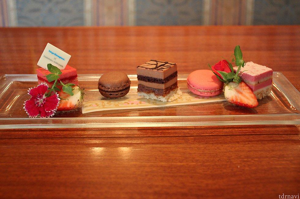 スペシャルデザートプレート<br> (ストロベリー&ピスタチオ、ショコラプラリネ、ローズ&ルビーチョコレート)