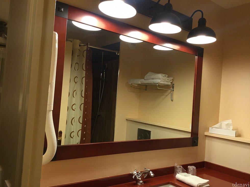 洗面所にはバスタオル4枚とフェイスタオル1枚とティッシュボックス
