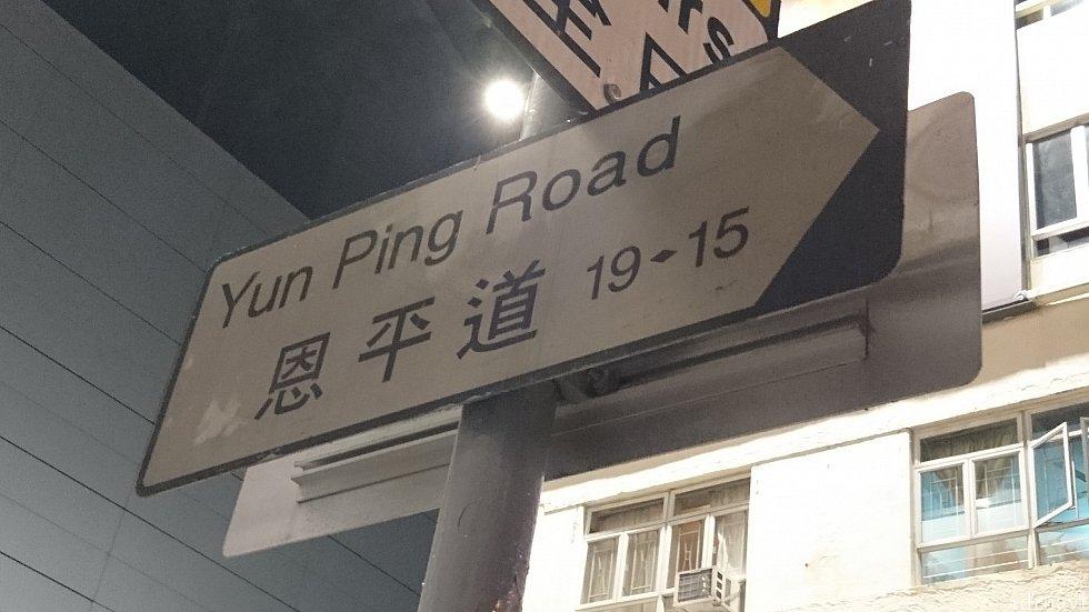 この道へ入ります。