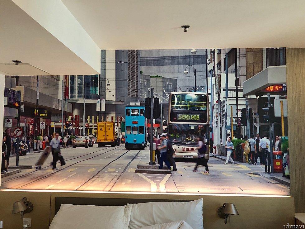 部屋の壁画。香港感満載!
