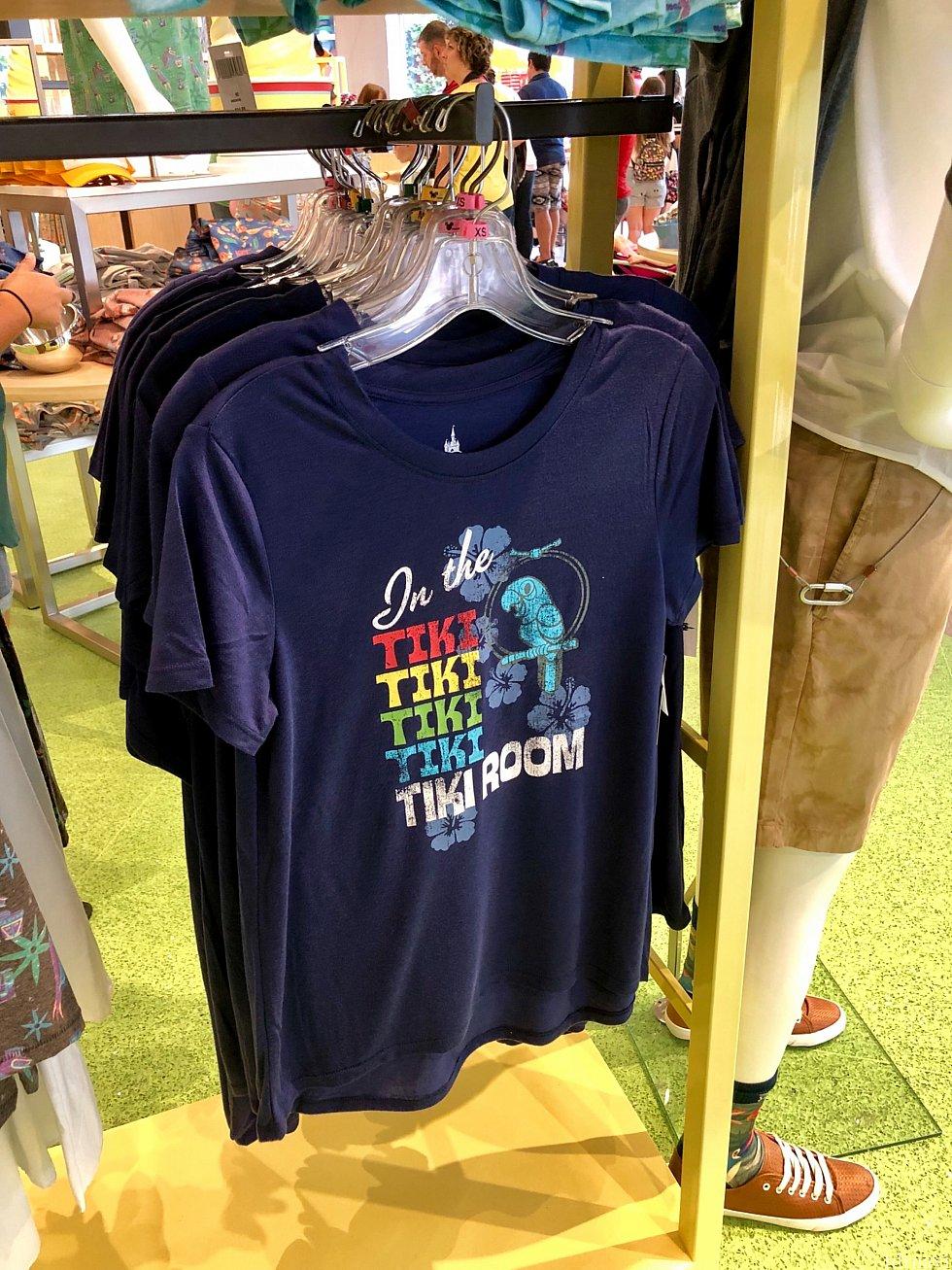 このTシャツを見てしまうと、もう例の曲が頭から離れなくなります。(笑) お値段は$32.99