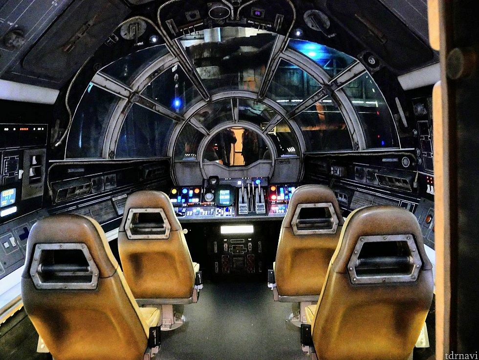 そしてついにファルコンの操舵室に!