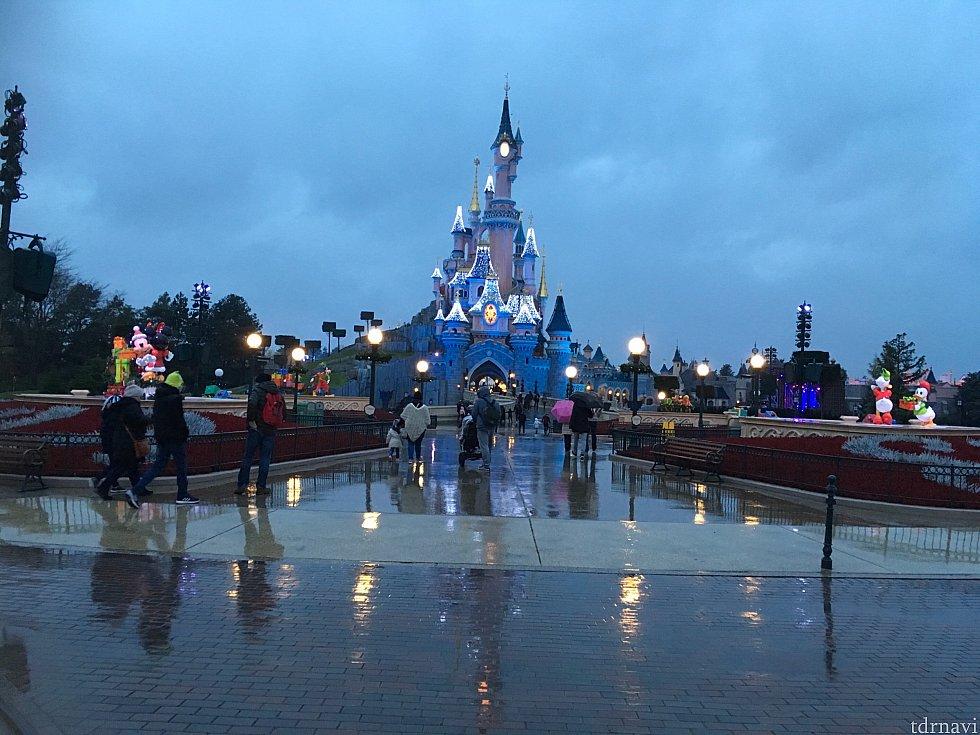 雨が降っていたこともあり、出足が鈍いランド。