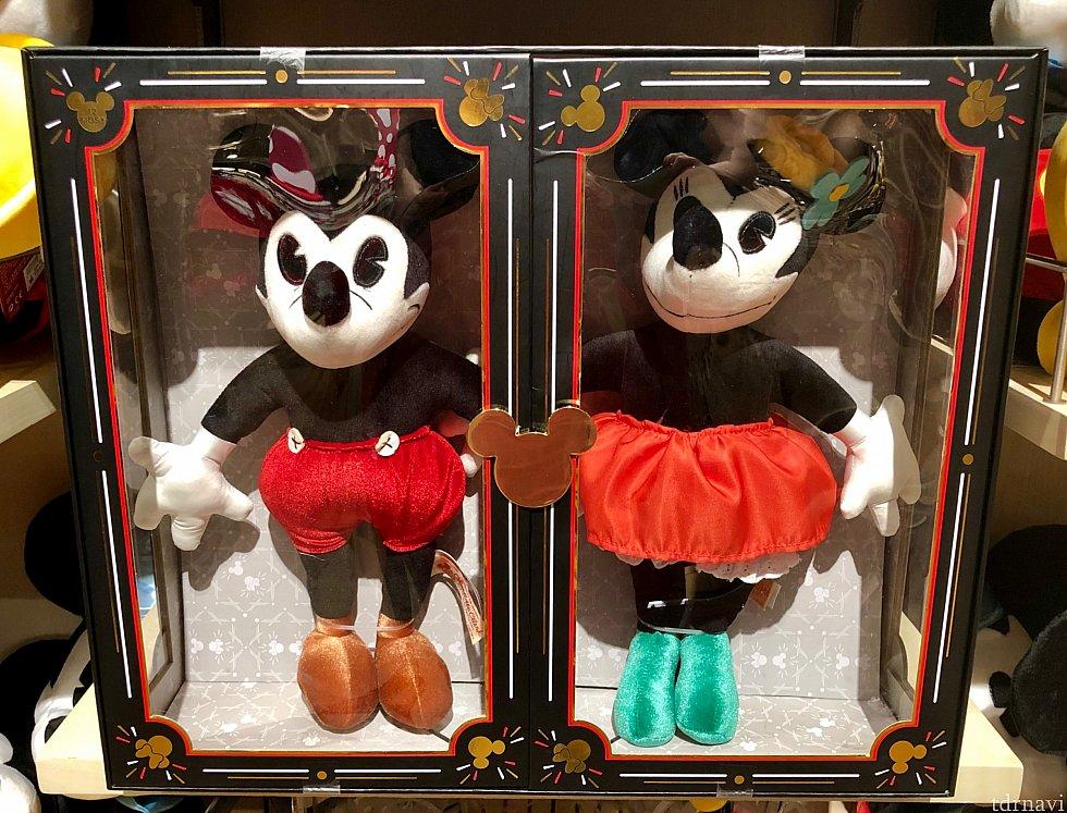 昔のミッキー&ミニースタイルのぬいぐるみもありました。