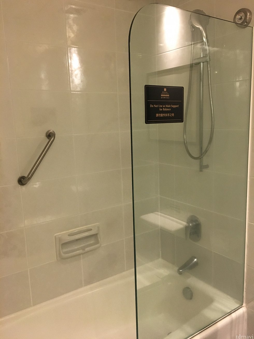 シャワーカーテンがありません…凹