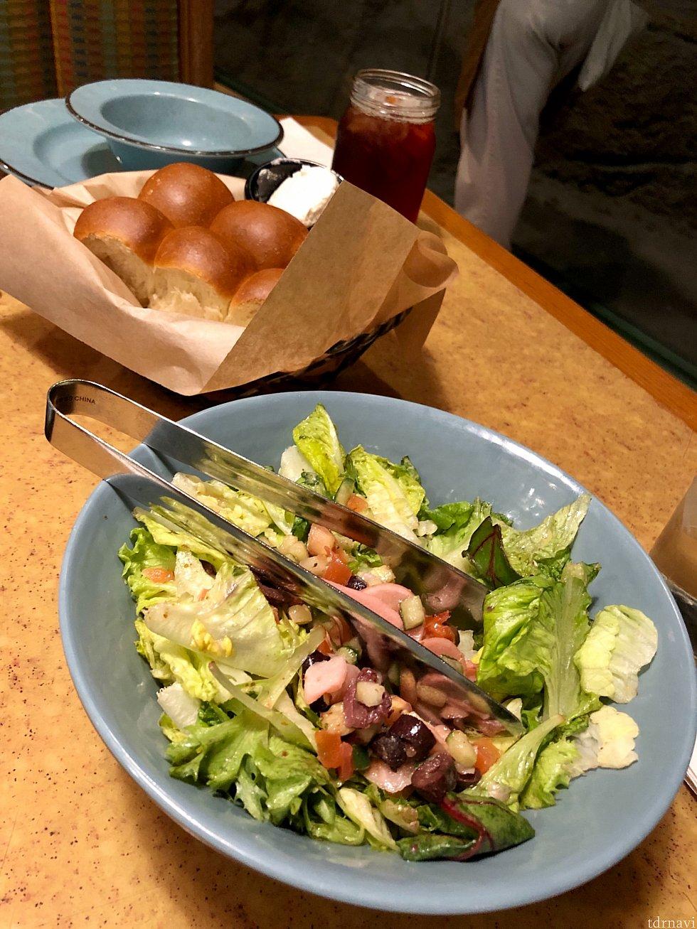ジャスさんの事前情報通り、サラダがフレッシュでとても美味しかったです。でもサラダ食べ過ぎると、後が続かなくなります。笑
