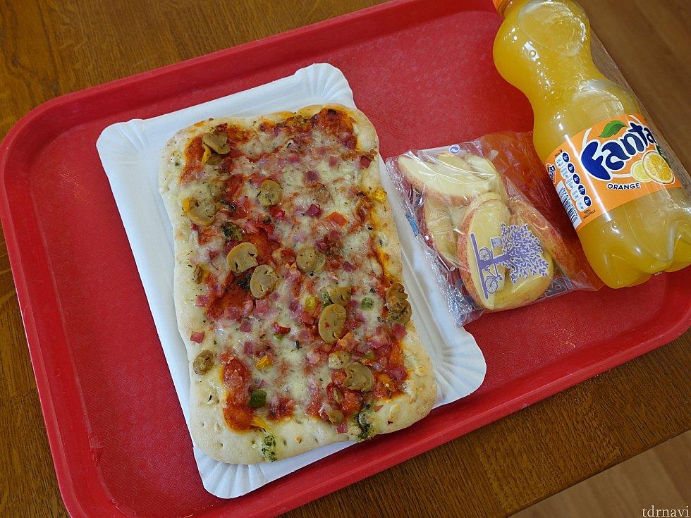 ピザ(8.99ユーロ)