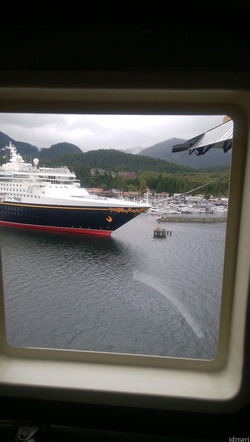 船を横目に着陸態勢