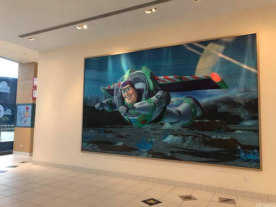 ホテルの中には映画のシーンの大きな絵がいろんな場所にありますよ!