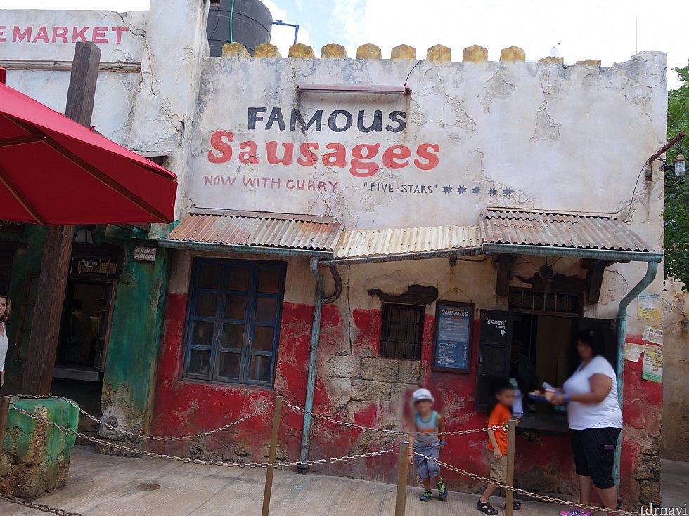 「FAMOUS Sausages」で買えます。ラガービールも販売されてました。