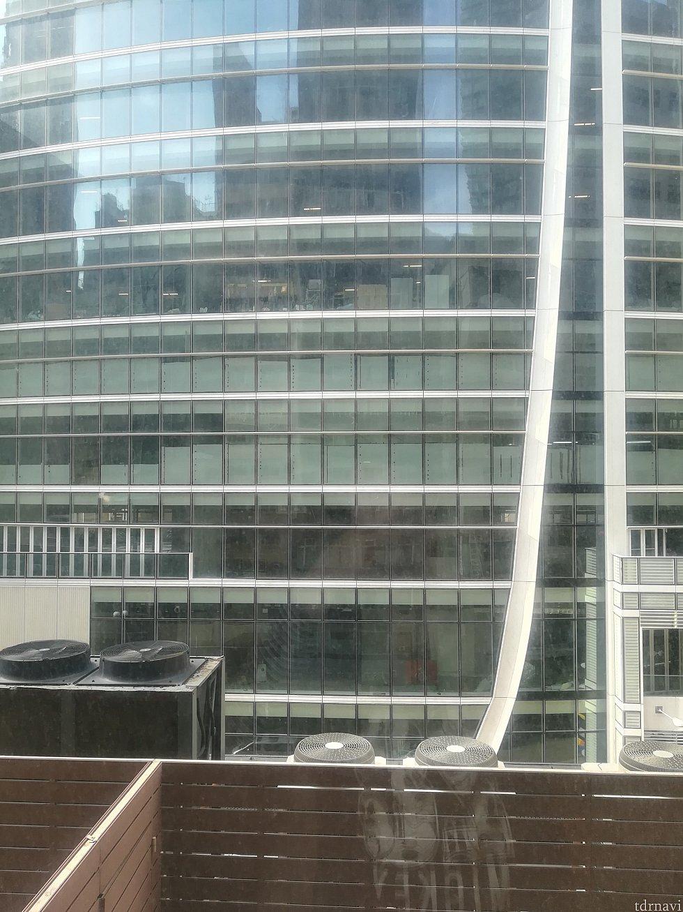 5階ですから、窓を開けてもこんなに景色です(;・∀・)