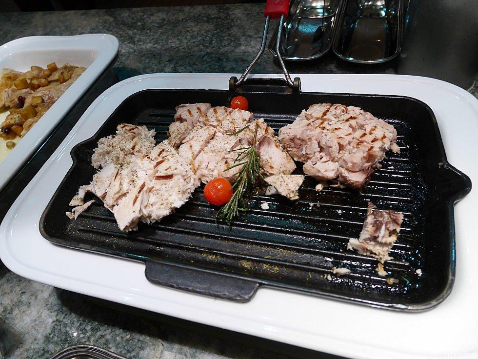 【温菜】カジキマグロのグリル こちらはディナーのみのメニューらしい。味の薄いツナって感じでした😣