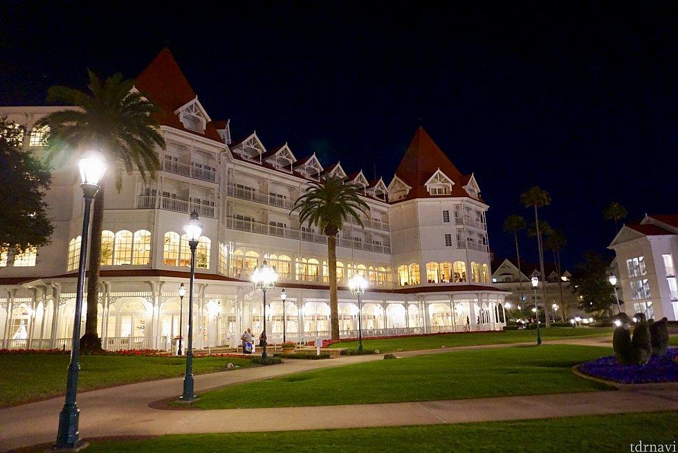 レストランはDisney's Grand Floridian Resortのメインビルディングの中にあります。