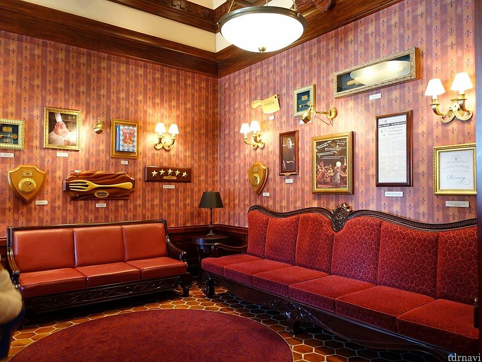 待合室は映画に登場したグストーの部屋が再現されています!