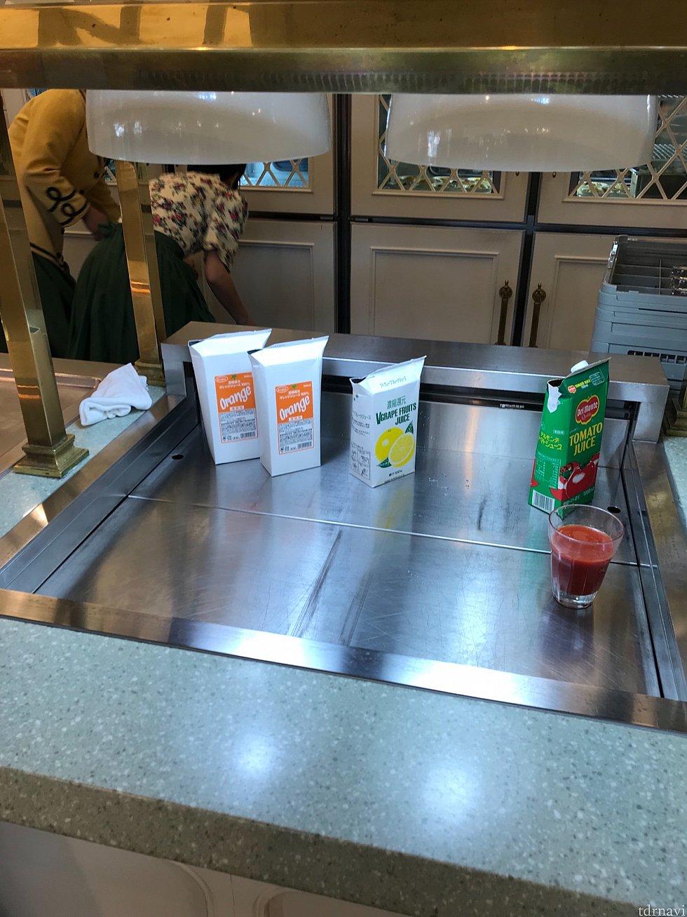 飲み物はオレンジジュース、グレープフルーツジュース、牛乳、トマトジュースから選びます💡別途、コーヒーか紅茶が飲み放題です😆