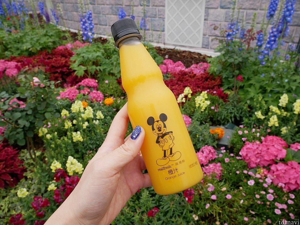 オレンジジュースはミッキーデザイン! キャラクターが付いているだけでホイホイ買っちゃいます😜