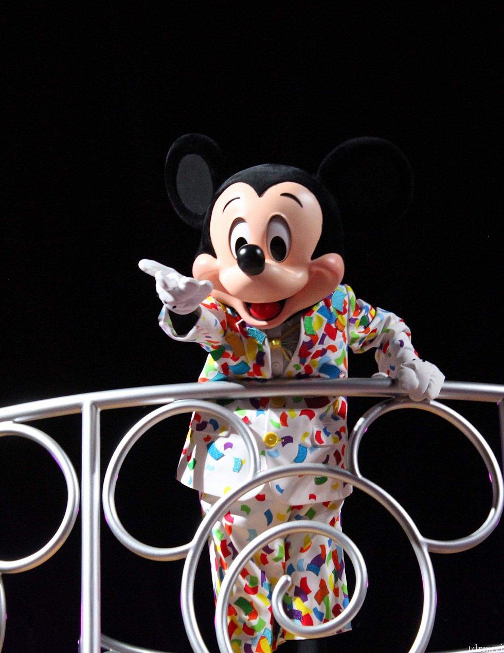 そう!Happy Birthday Mickey Mouseだよ!!!