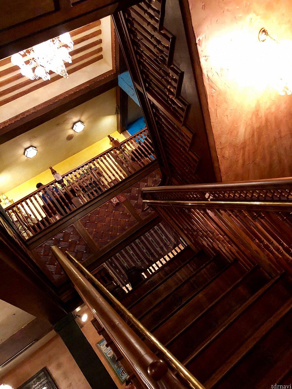 食事の後に2階席を勝手に見学。