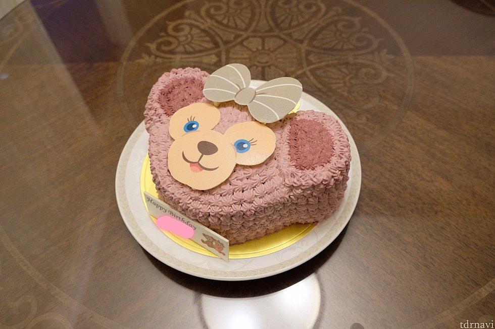 頼んだケーキです。以前は顔の部分もクリームだったけど最近は顔の部分はチョコレートみたいですね。