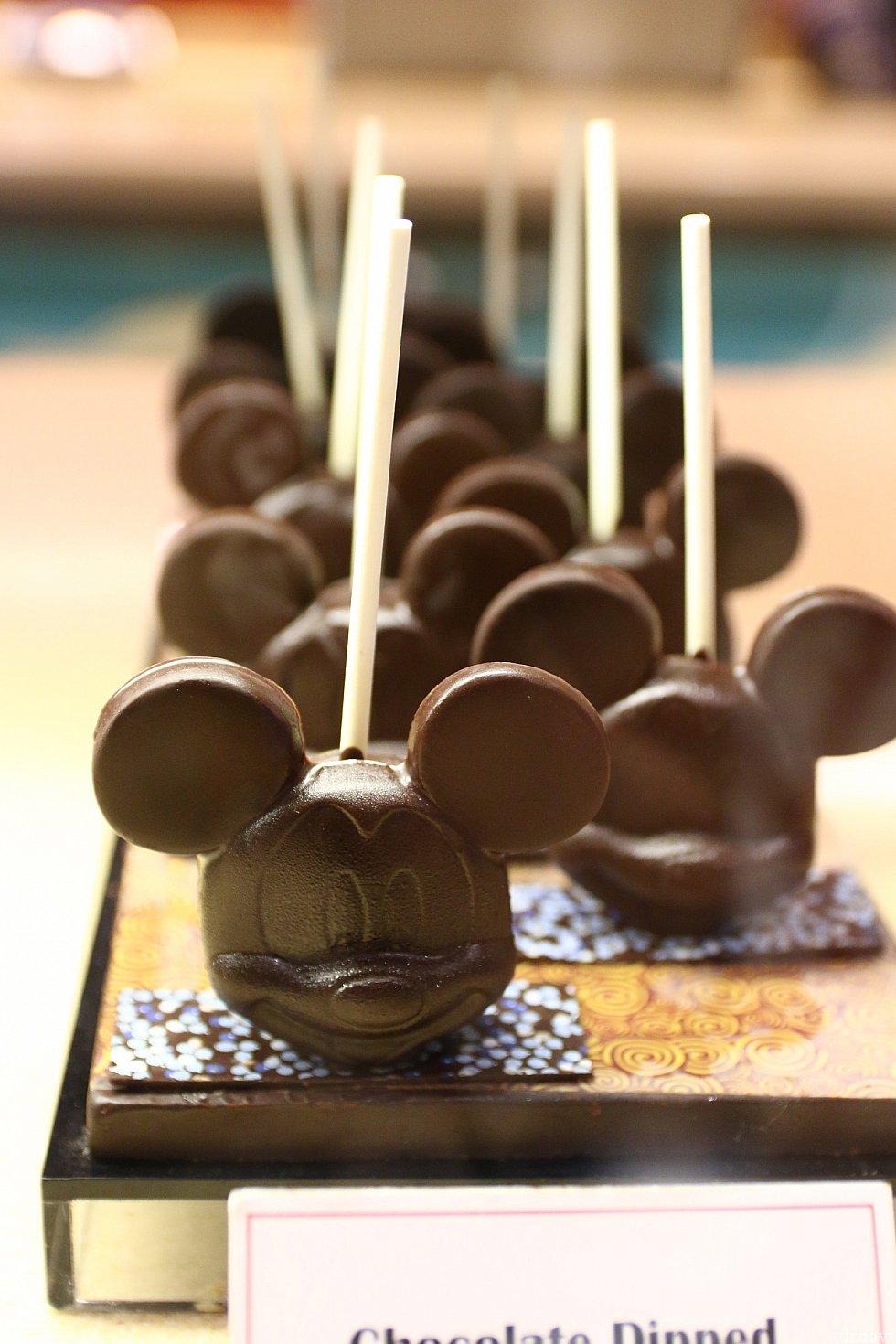定番のロリポップチョコレートも!