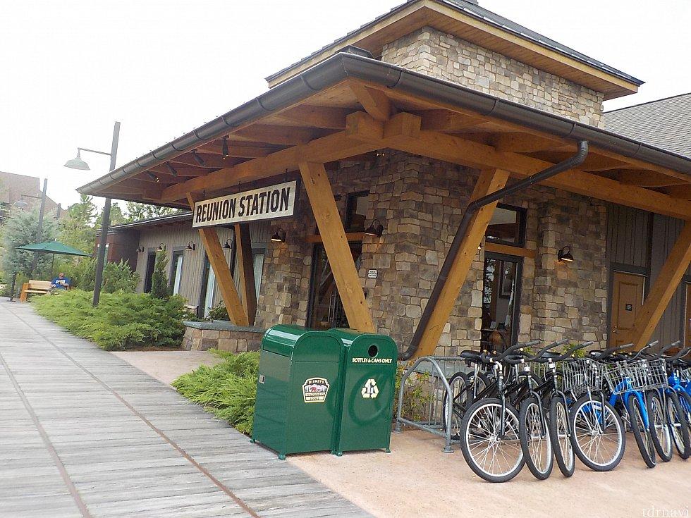 レンタル自転車。4人乗りのものはありませんでした。コロナドで乗って楽しかったので乗ろうかと思ったのですが、ここは一人乗りばかりで残念でした。